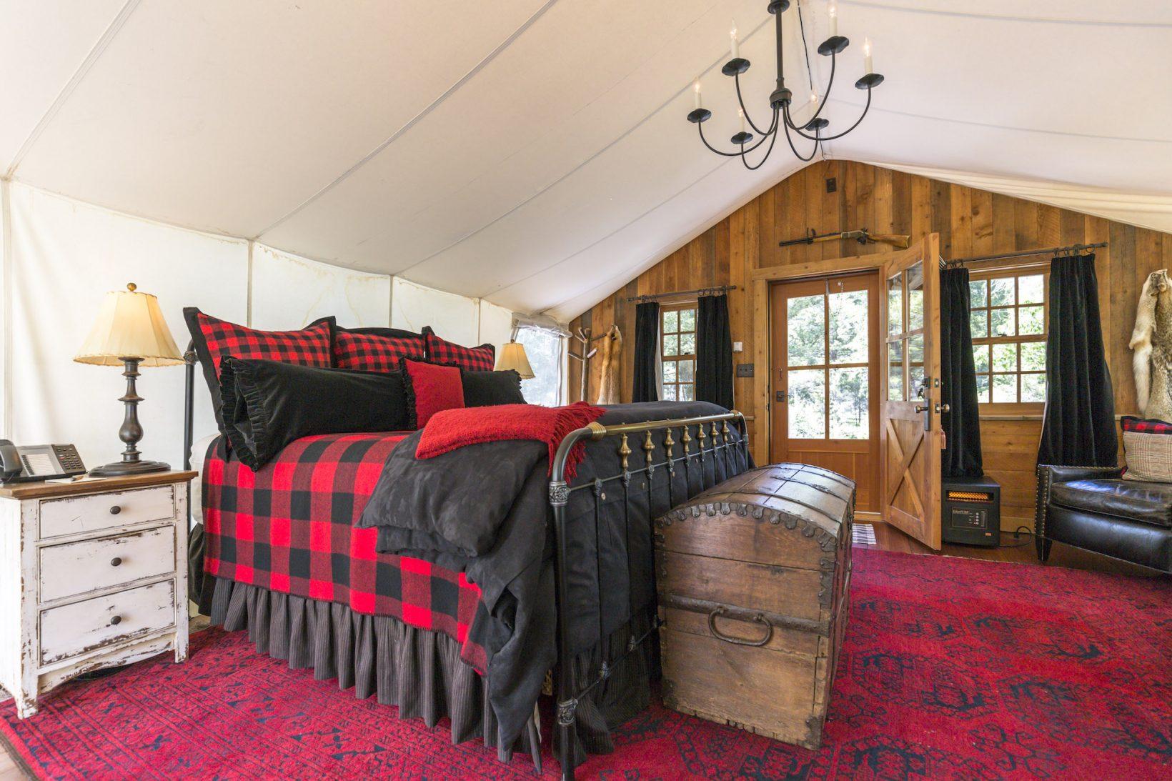 mike-chilcoat-trapper-cabin-interior